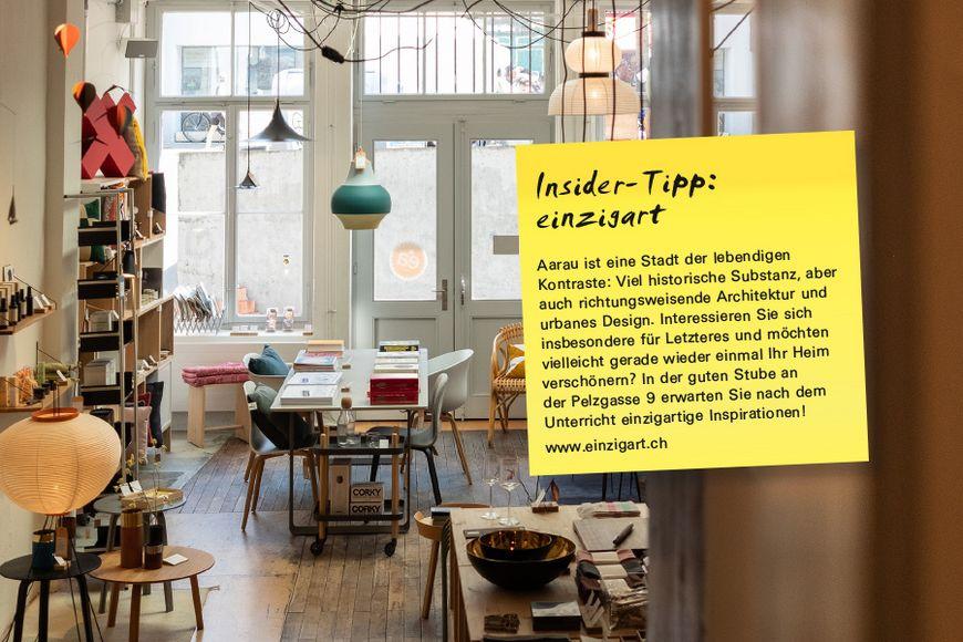 Aarau ist eine Stadt der lebendigen Kontraste: Viel historische Substanz, aber auch richtungsweisende Architektur und urbanes Design. Interessieren Sie sich insbesondere für Letzteres und möchten vielleicht gerade wieder einmal Ihr Heim verschönern? In der guten Stube an der Pelzgasse 9 erwarten Sie nach dem Unterricht einzigartige Inspirationen!